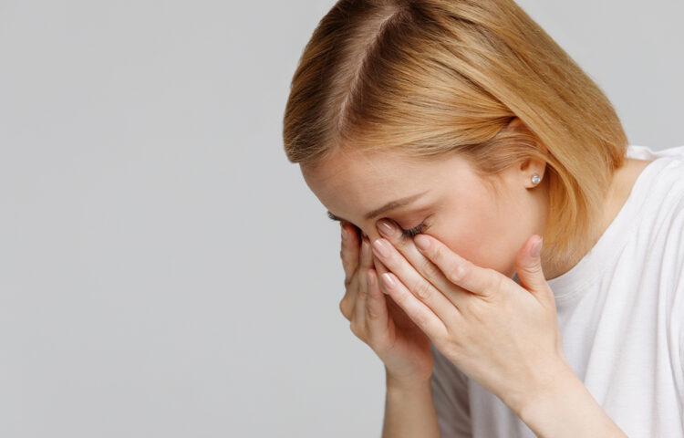 経結膜脱脂の痛みは耐えられないほど強い?